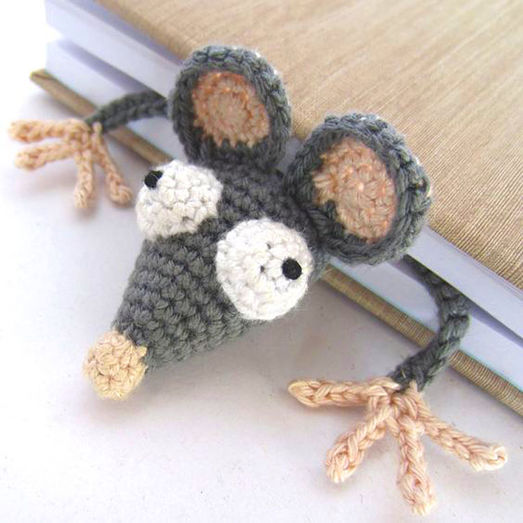 Free Amigurumi rat or mouse bookmark crochet pattern here