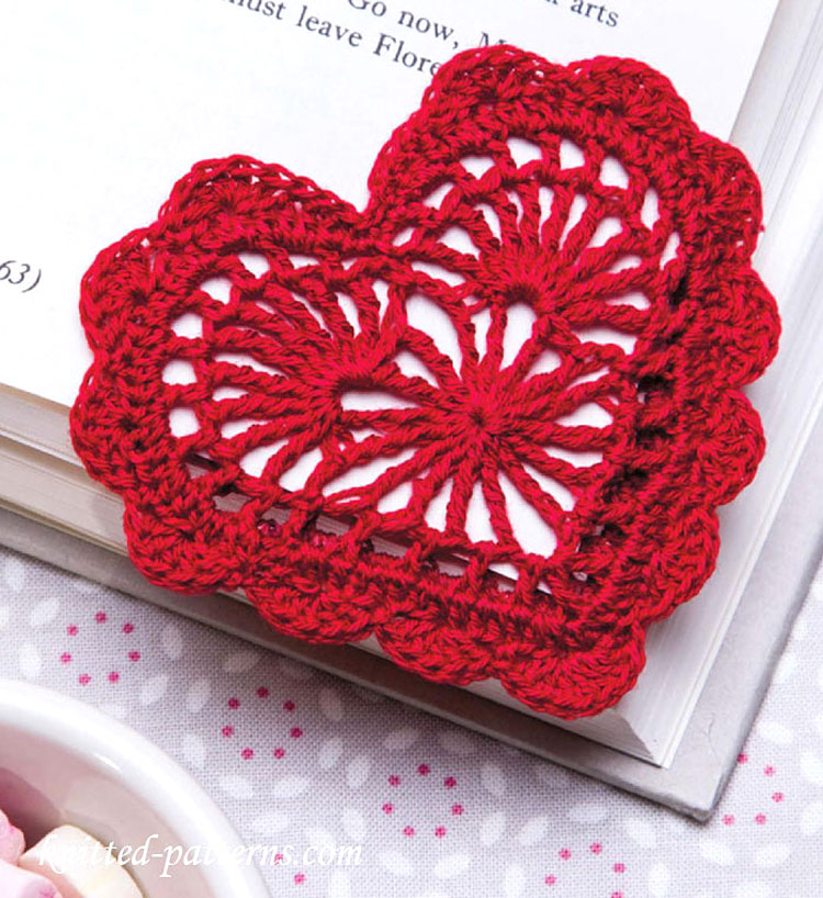Get this free corner crochet bookmark pattern here