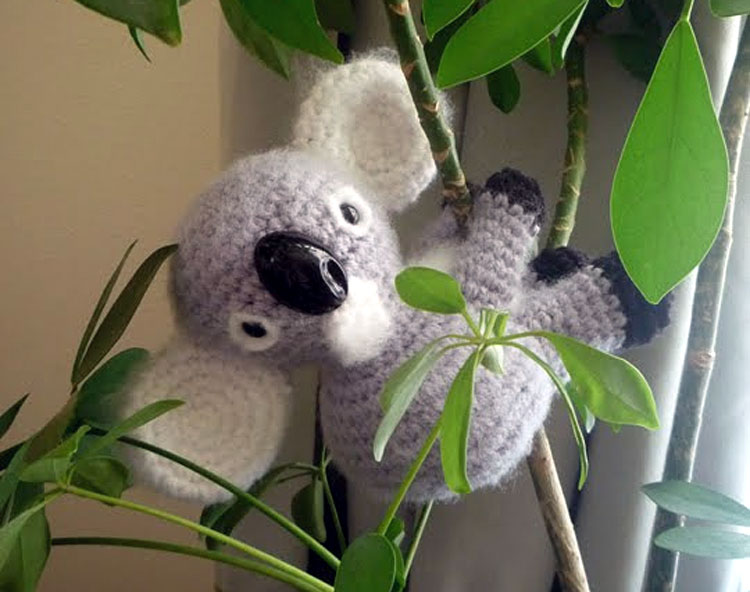 Amigurumi koala with heart pattern | Crochet toys patterns ... | 592x750